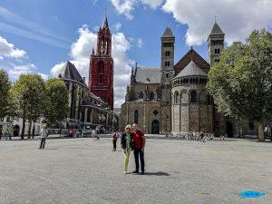 Piazza Vrijthof con alle spalle la cattedrale