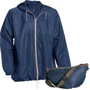 preparazione del bagaglio a mano: giacca impermeabile