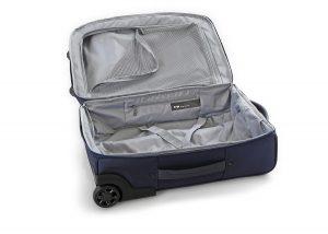 preparazione del bagaglio a mano:trolley vuoto