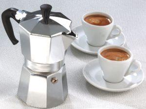 preparazione del bagaglio a mano: macchinetta caffe