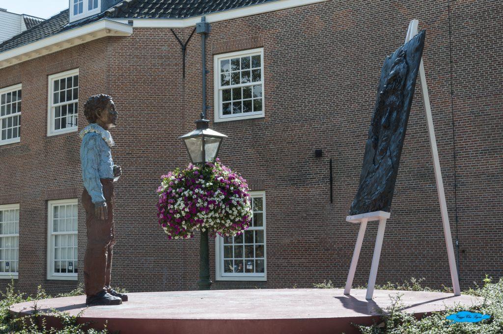 la statua a Rembrandt