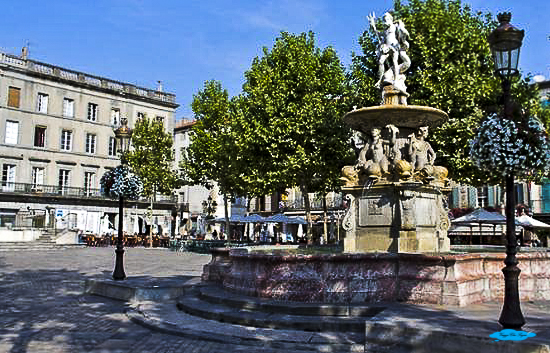 scoprire carcassonne: place carnot