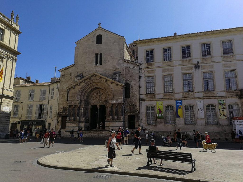 cosa vedere ad arles in un giorno: Cattedrale di Saint Trophime