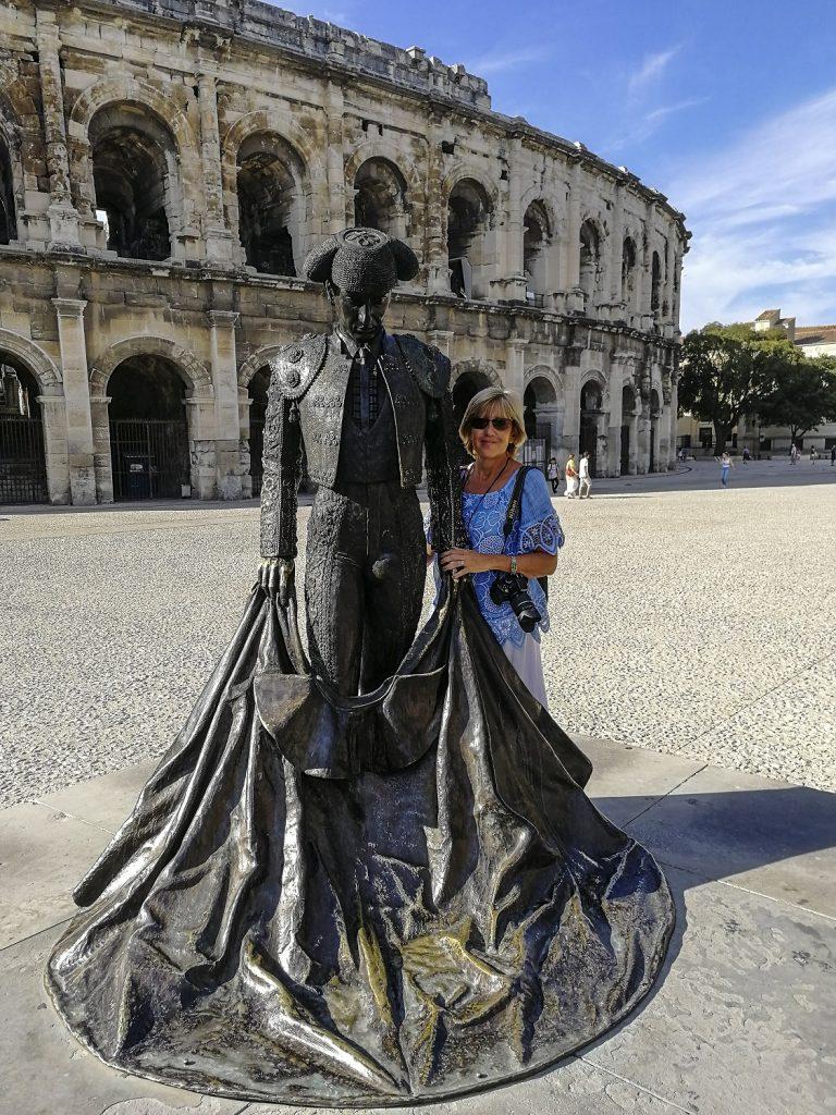 la statua del torero a Nimes