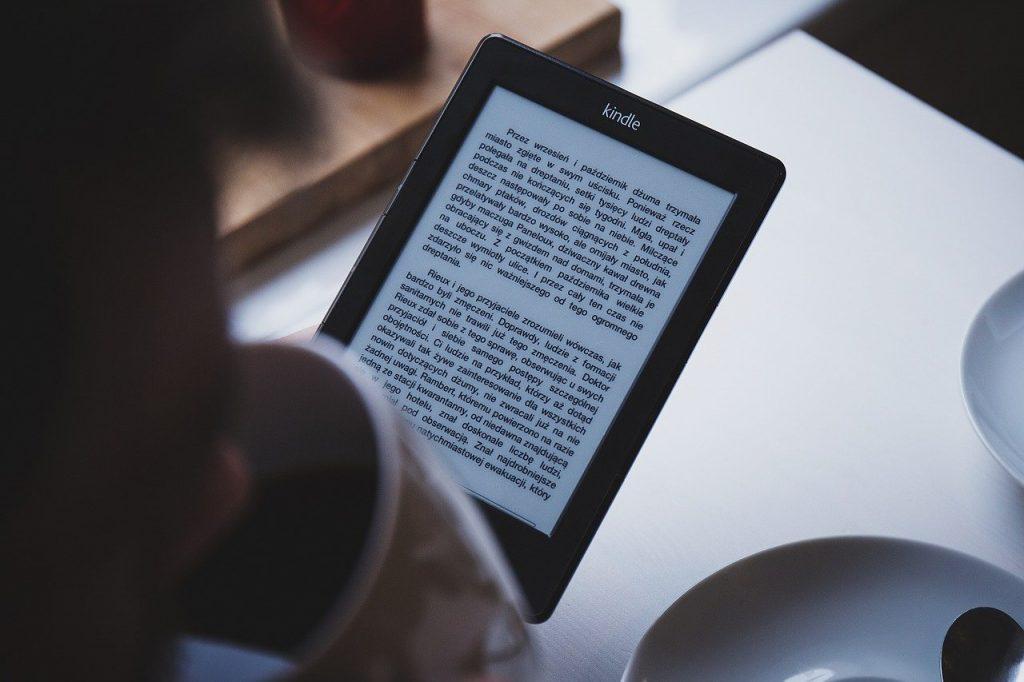 leggere al tempo del coronavirus: lettore kindle