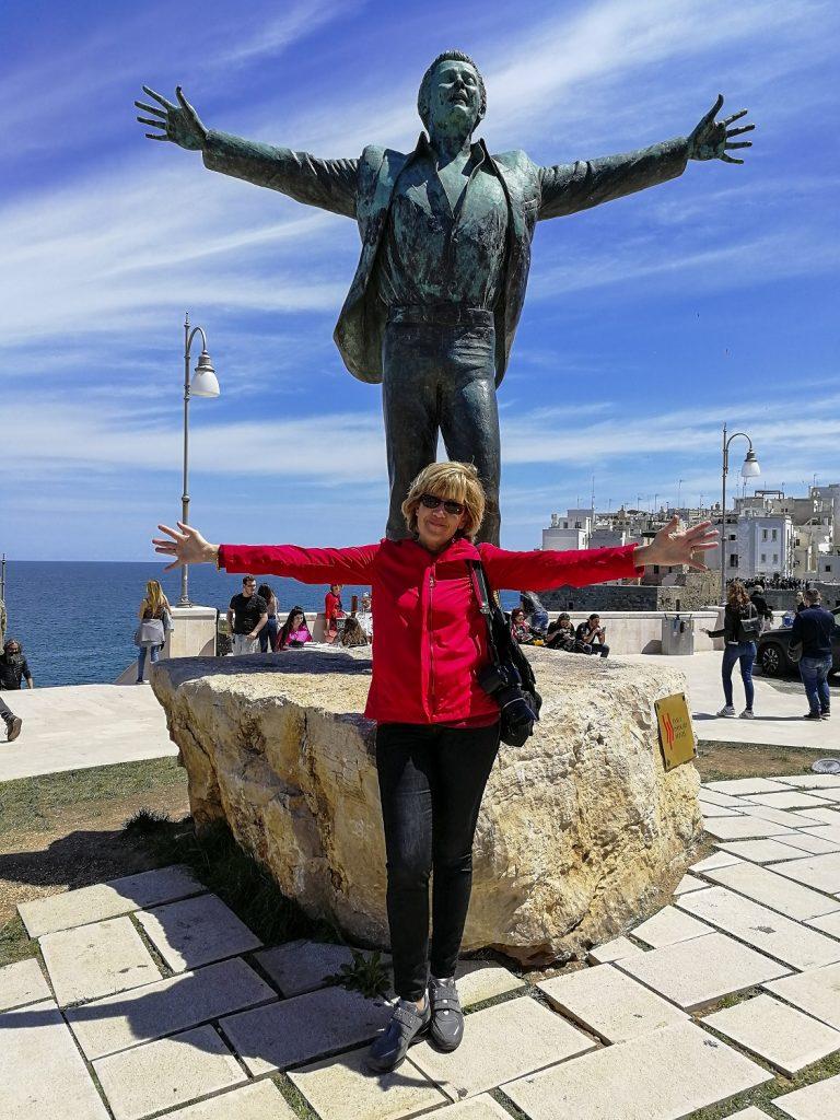 Due giorni a Polignano a mare: statua di Modugno