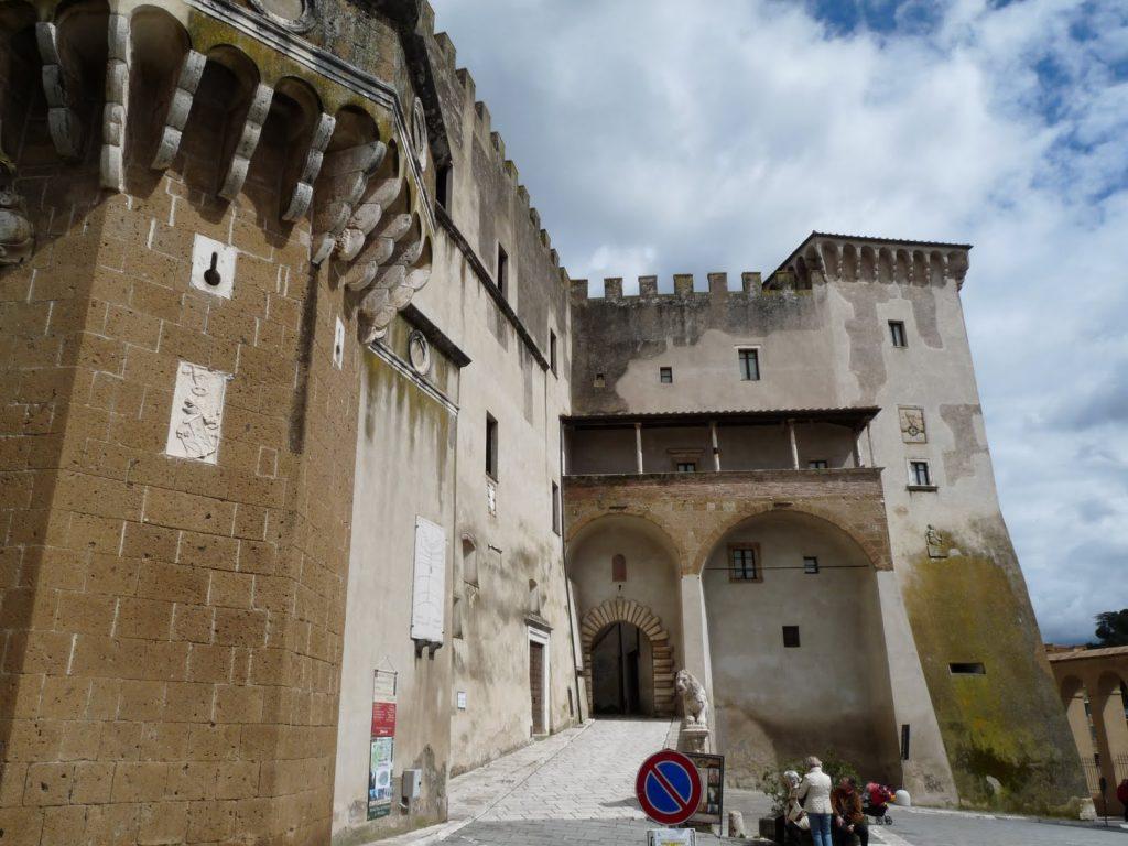 le città del tufo: palazzo orsini a Pitiglilano