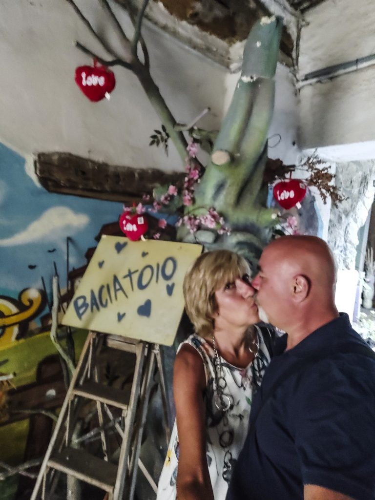 Murales di Valogno: angolo del baciatoio