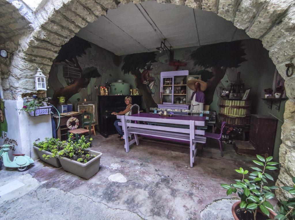 Murales di Valogno: angolo del pianoforte
