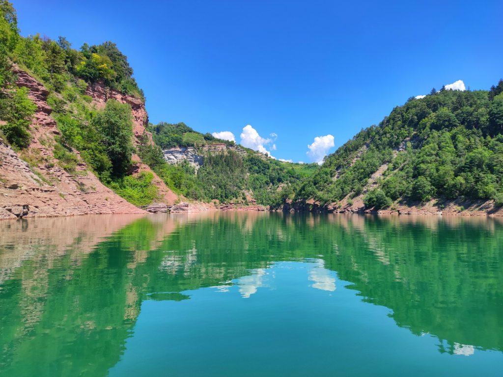 Lago di santa Giustina per accesso ai Canyon del lago di Santa Giustina