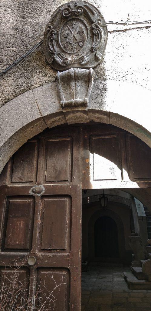 Altro da vedere in Irpinia: palazzi-nobiliari-con-stemma