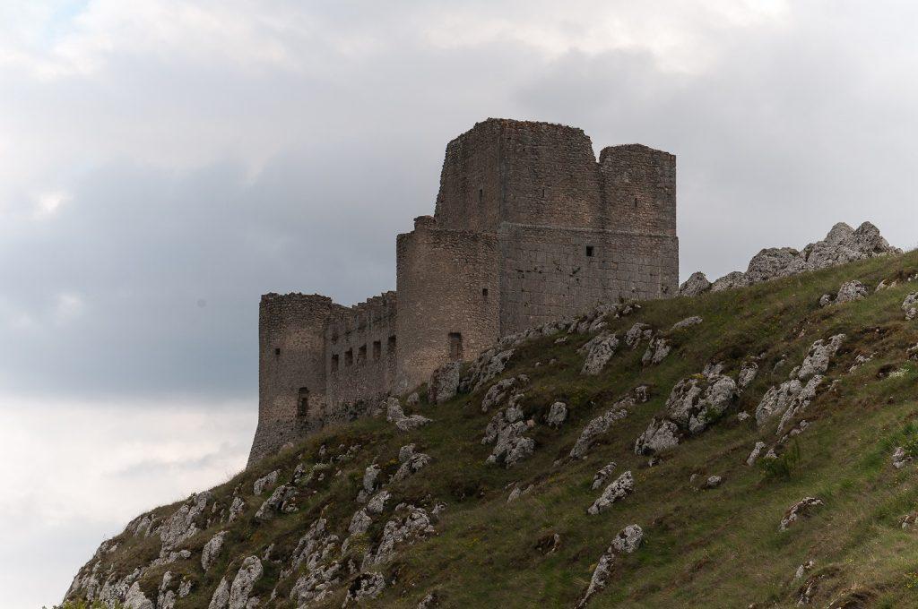 Rocca calascio di lato