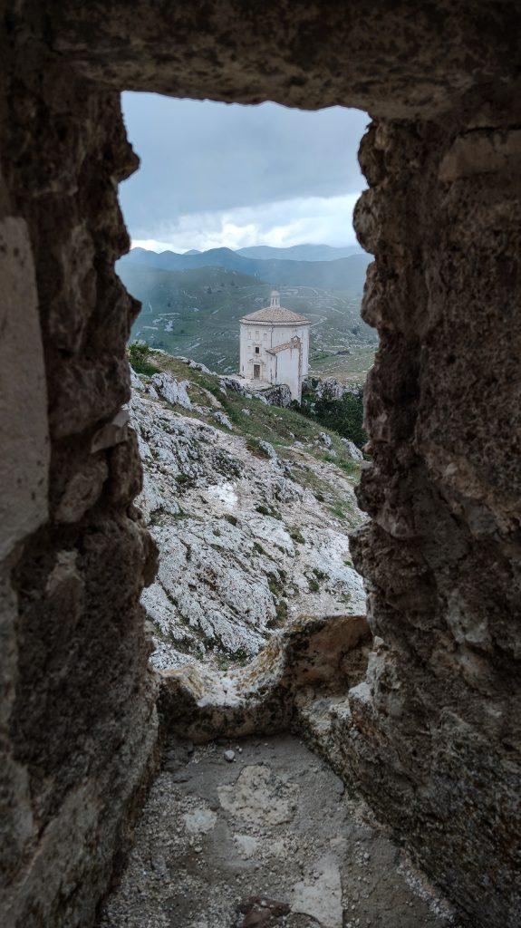 chiesa di santa maria della pietà vista dalla rocca